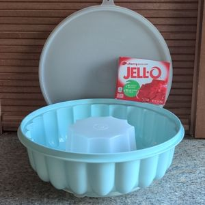 Vintage Tupperware Jell-O Mold Sea Foam Green